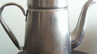 我が家のジョウロは、Kalitaのステンレス製コーヒーポット3.0Lです
