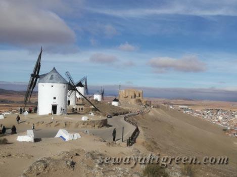 ラ・マンチャ地方の白い風車